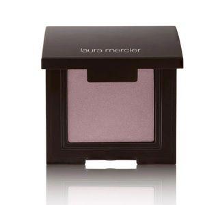 luster eye colour- african violet